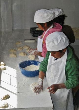 Little helpers in the bakery4 big thumb